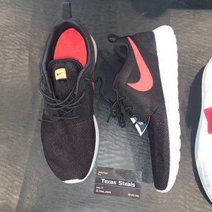 Roshe One Black Solar